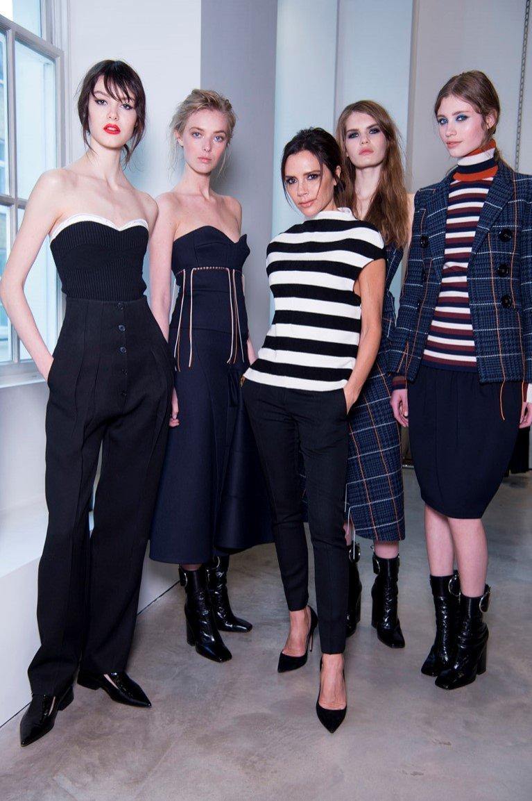 Victoria Beckham z modelkami na prezentacji kolekcji VB x Estee Lauder