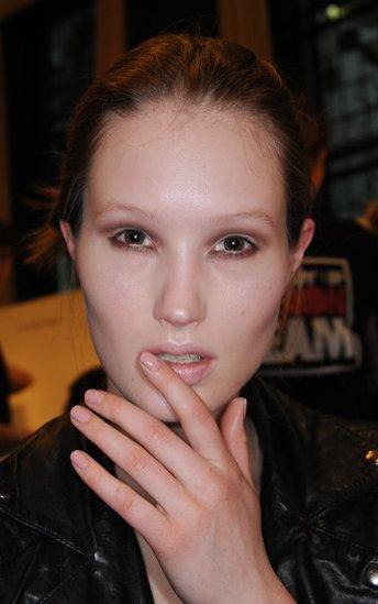 Ślubny manicure 2018: paznokcie nude