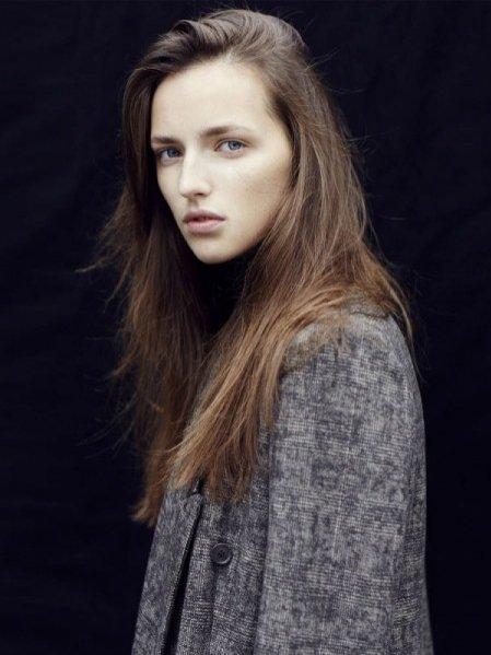 1. Sasha Antonowska - nowa twarz agencji Model Plus
