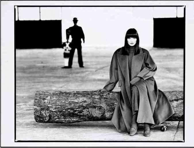 Wystawa zdjęć historia płaszcza Max Mara