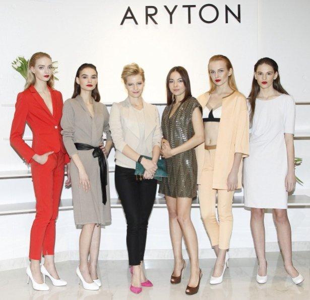 Małgorzata Kożuchowska z modelkami podczas prezentacji kolekcji Aryton wiosna lato 2013