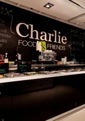 CHARLIE FOOD  & FRIENDS – ZJEDZ MODNIE W WARSZAWIE!