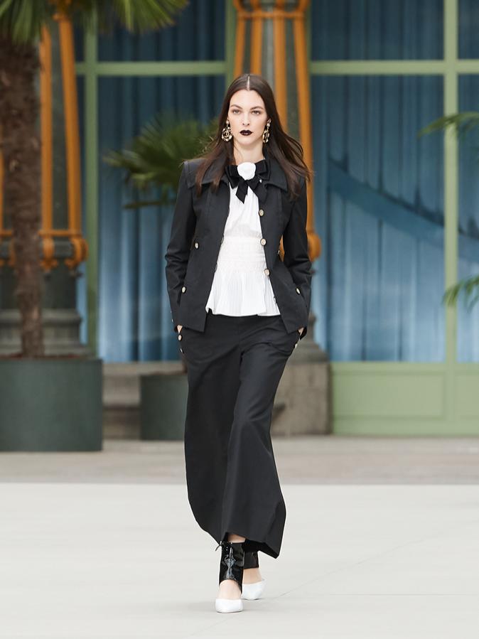 Chanel Cruise 2019/20 - sylwetki na pokazie (1)