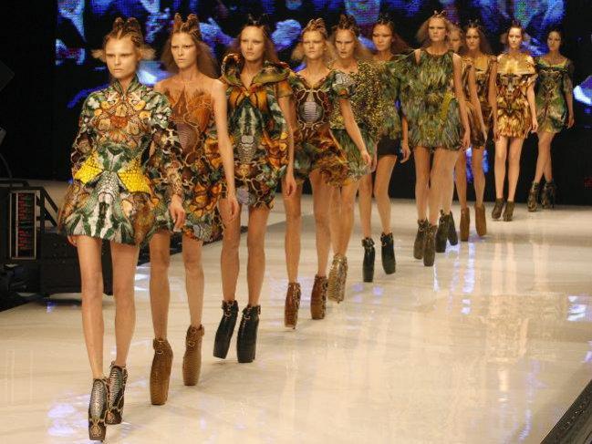 Alexander McQueen - pokazy mody