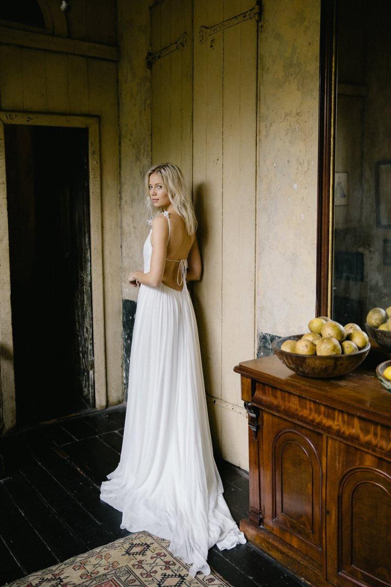 Suknia ślubna z odkrytymi pelcami Alexandra Grecco