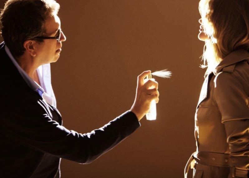 Rosie Huntington-Whiteley i Mario Testino za kulisami kampanii Burberry Body