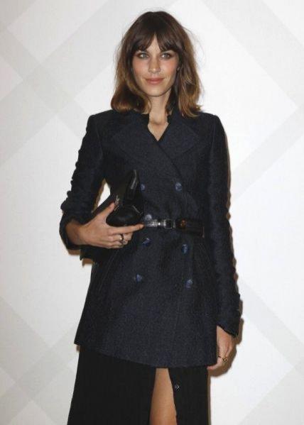 Alexa Chung na otwarciu flagowego butiku Burberry w Paryżu