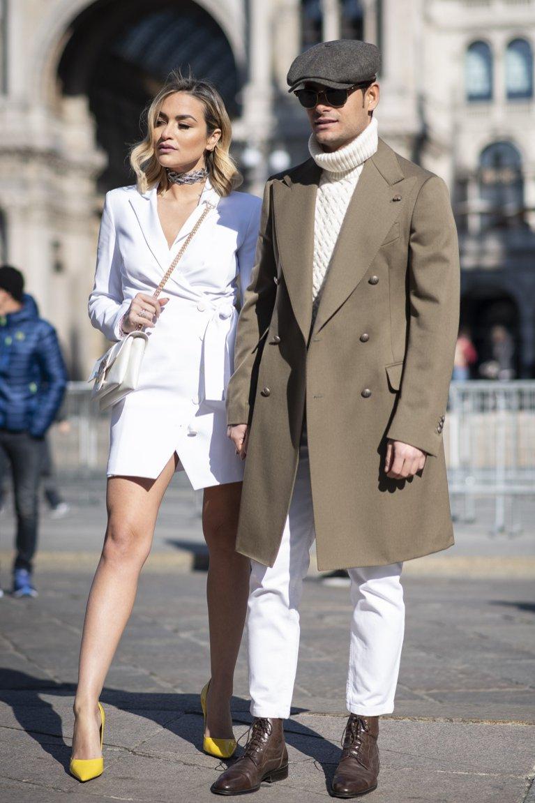 Brązowy płaszcz męski - moda uliczna 2019