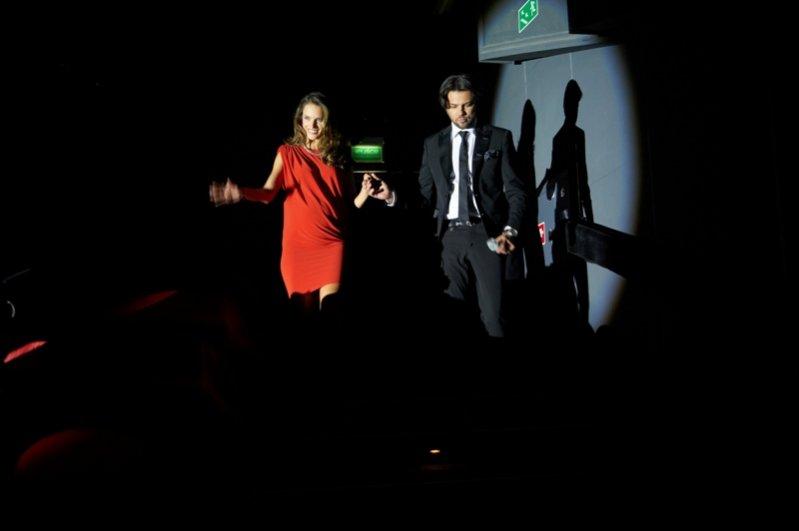Alessandra Ambrosio i Olivier Janiak na konferencji prasowej promującej depilator Philips SatinSoft