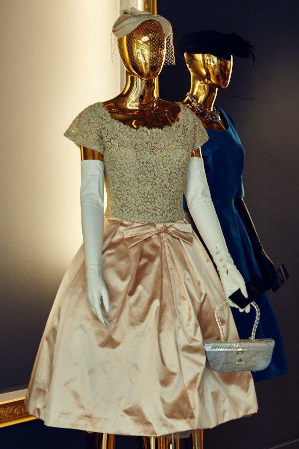 """Wystawa """"Christian Dior i ikony paryskiej mody. Stroje z kolekcji Adama Leja"""