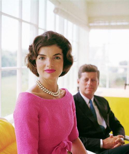 Jackie Kennedy w perłach