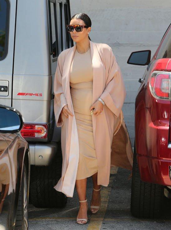 Kim Kardashian w ciąży - modne stylizacje