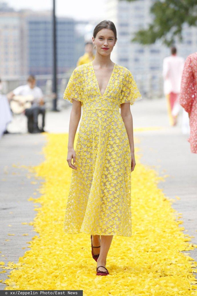 Żółta sukienka dla świadkowej, Lela Rose