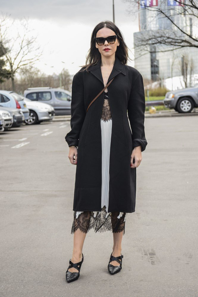 1. Koronkowa sukienka