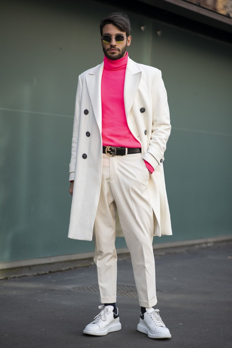 Biało-różowa stylizacja męska