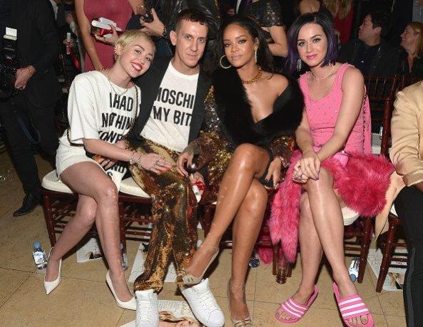 Przyjaciółki Jeremy`ego Scotta: (od lewej) Milery Cyrus, Rihanna i Katy Perry