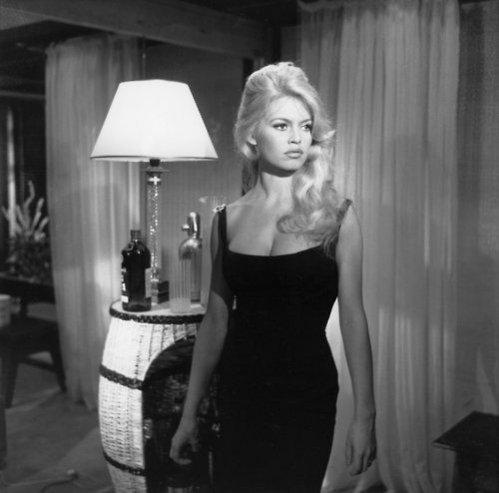 """Bardot w czarnej sukience - film """"Czy chciałby pan ze mną zatańczyć"""""""