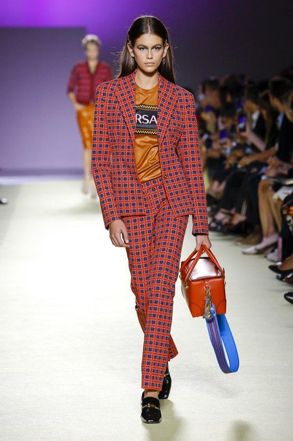 Versace - pokaz mody na sezon wiosna lato (1)