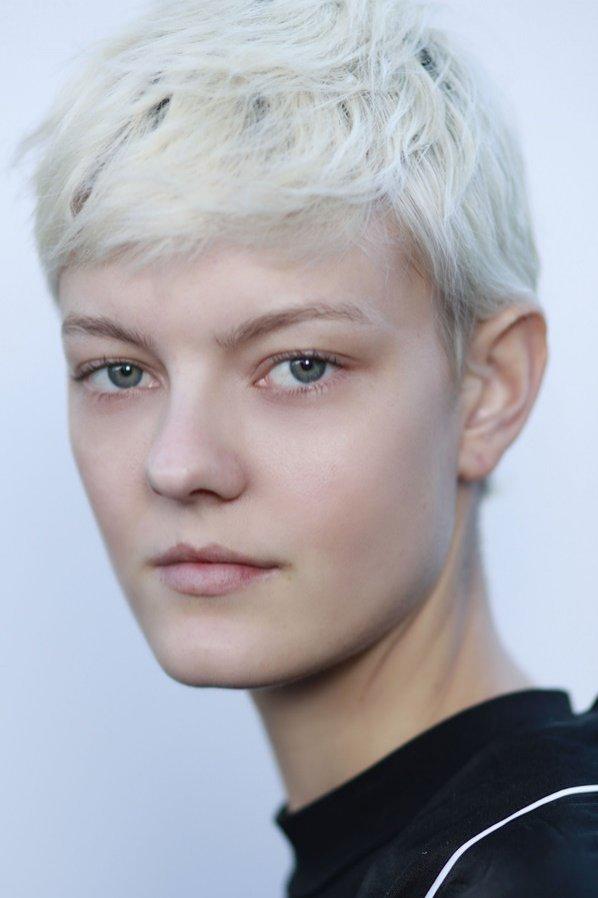 Włosy blond - stylizacja