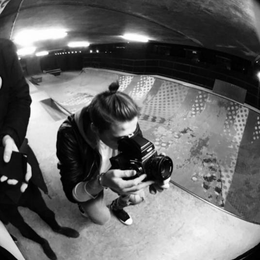 1. Brooklyn Beckham fotografem najnowszej kampanii perfum Burberry Brit