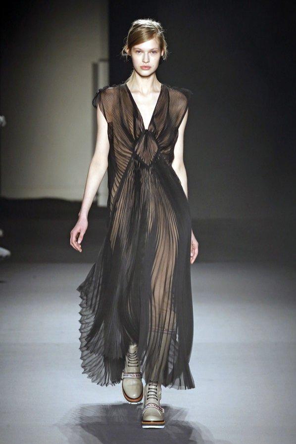Lanvin jesień zima 2018/19 - plisowana sukienka