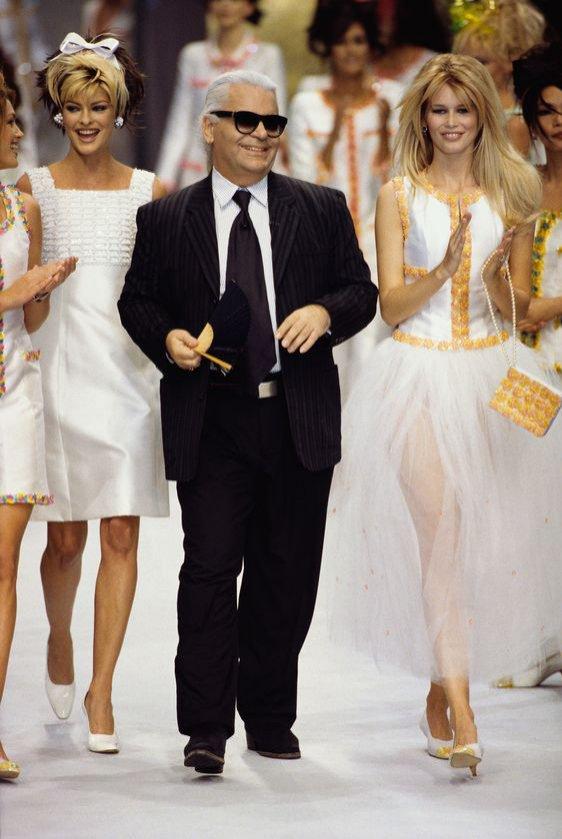 Karl Lagerfeld z modelkami