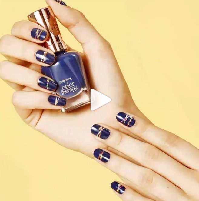 Geometryczny manicure - Instagram