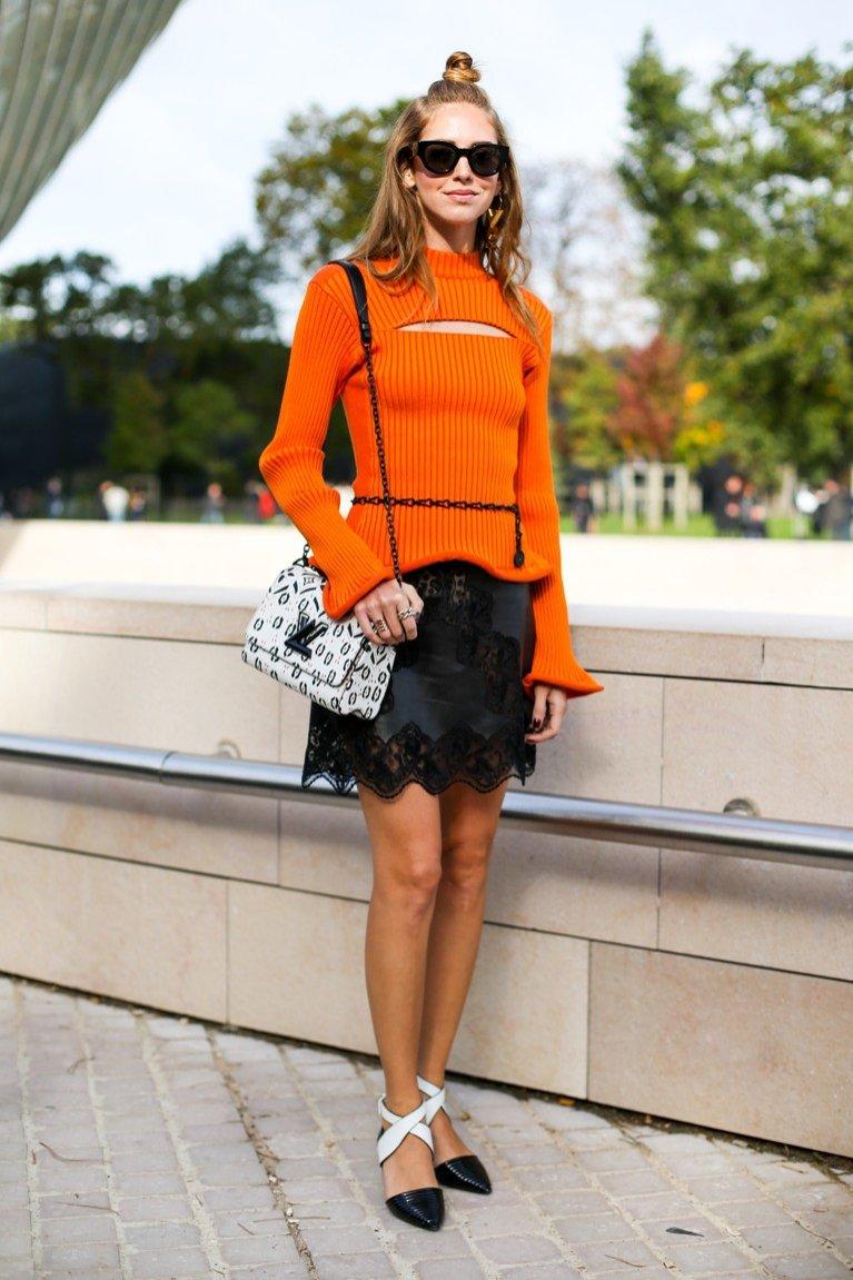 Chiara Ferragni w mini spódnicy