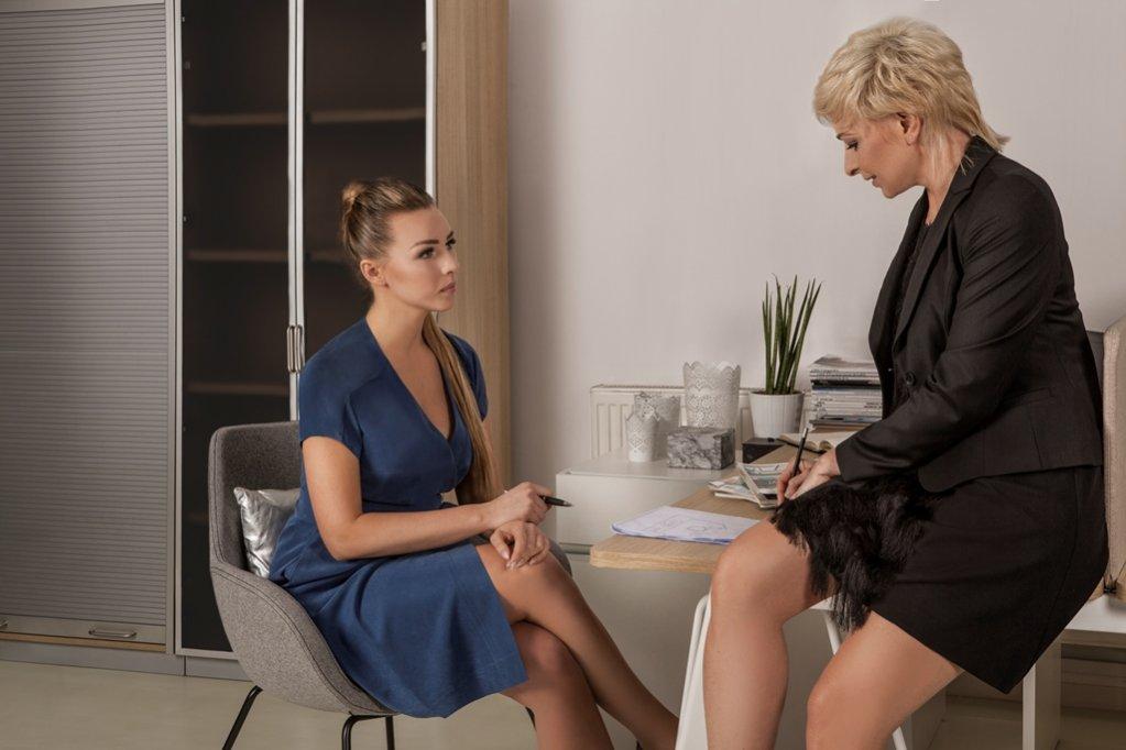 Od lewej: Katarzyna Fornalkiewicz: sukienka SU, Agnieszka Basińska: sukienka Marselini, żakiet: EZURI