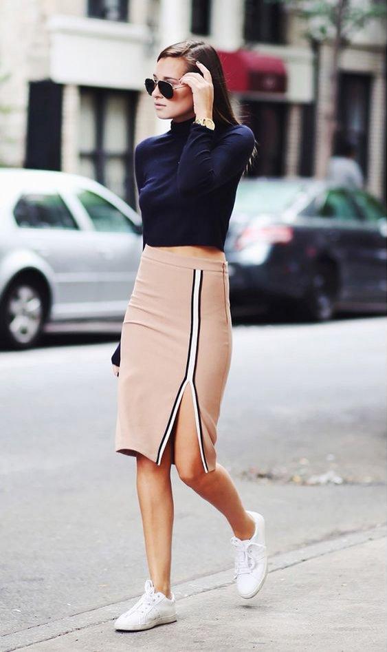 Sneakersy + dopasowana spódnica z rozporkiem