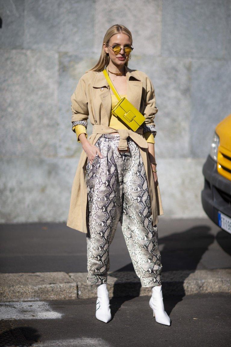 Spodnie w wężowy wzór - moda uliczna Milan Fashion Week 2019