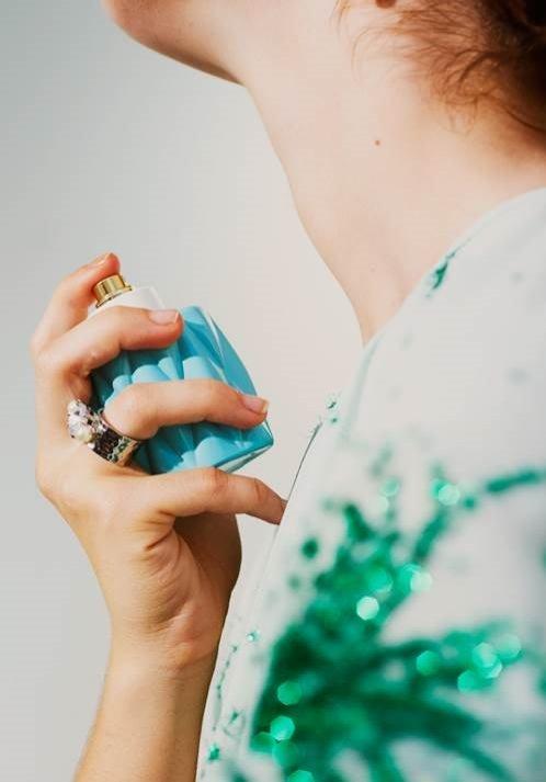 Jak aplikować perfumy - poradnik Miu Miu