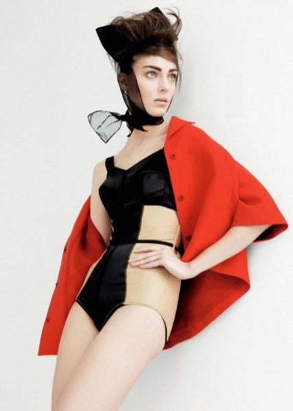 Kati Nescher w okładkowej sesji dla Vogue UK