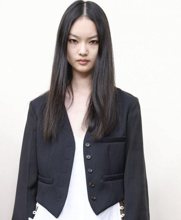 DRESS CODE - BŁĘDY W MAKIJAŻU: brak makijażu w pracy