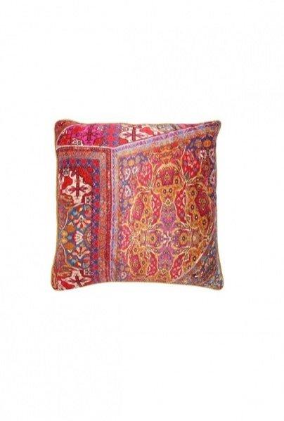 1. Jedwabna poduszka z kolekcji Roberto Cavalli Home dostępna na LuisaViaRoma.com