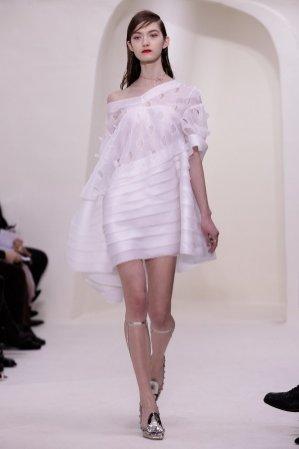 1. Pokaz Dior Couture wiosna lato 2014 - otwarcie pokazu prze Kasię Jujeczkę AS Management