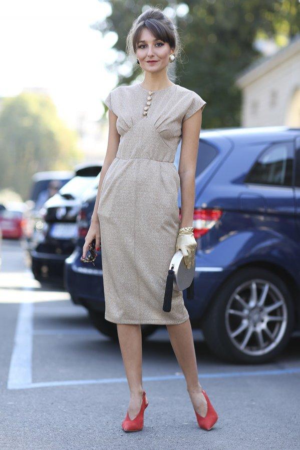 Moda uliczna: sukienki podkreślające figurę