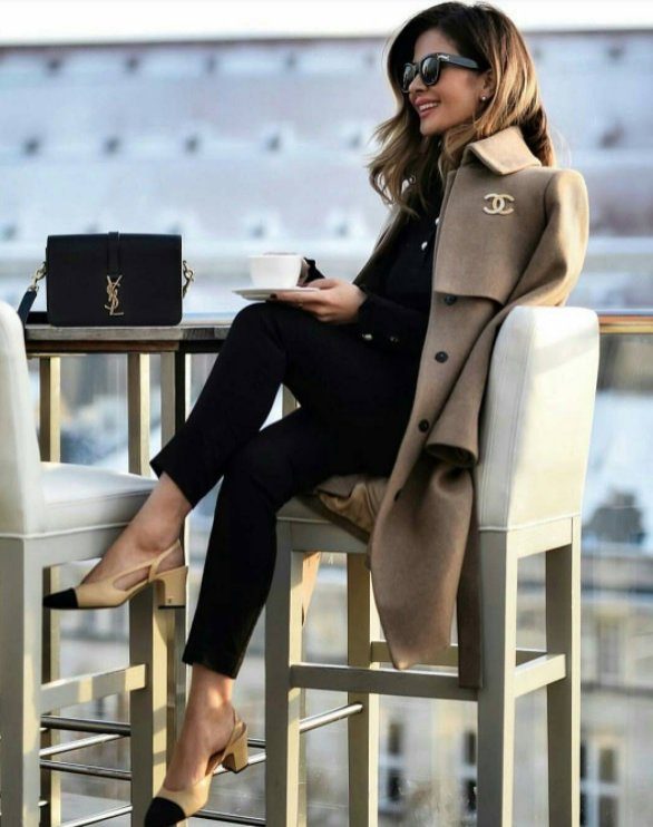 Ubrania do pracy - buty Chanel