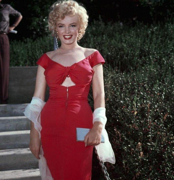 Marilyn Monroe w czerwonej sukience