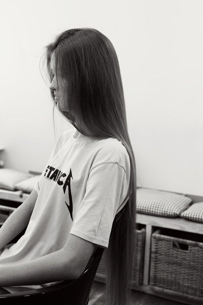 Ada Cebeniak w salonie Piotra Hulla Wilcza 18/1 na moment przed ścięciem włosów