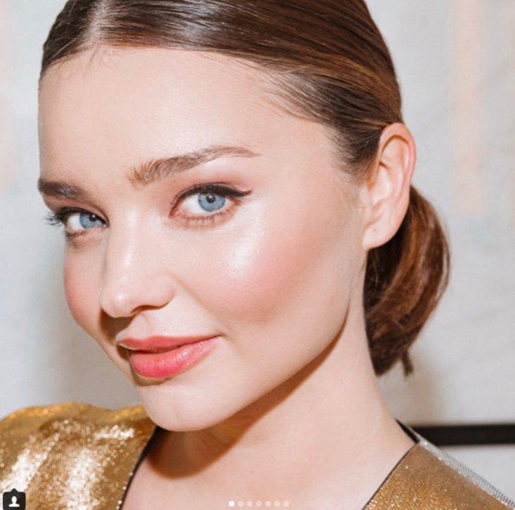 Miranda Kerr w makijażu