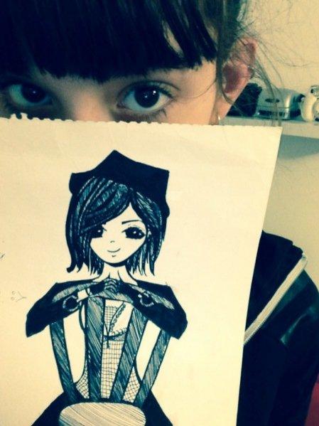 Ewa Władymiruk ze swoim rysunkiem dla LAMODE.INFO :)