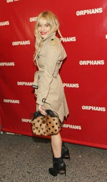 Sienna Miller na premierze sztuki