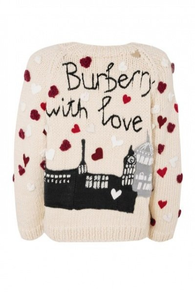 1. sweter świąteczny od Burberry dla Save The Children