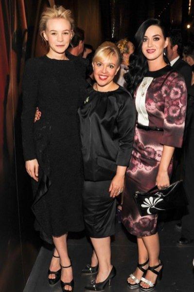 Carey Mulligan, Catherine Martin i Katy Perry na otwarciu wystawy kostiumów Prada do filmu Wielki Gatsby