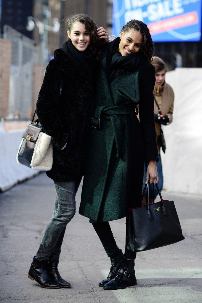 Modelki po pokazie Herve Leger, New York Fashion Week jesień zima 2016