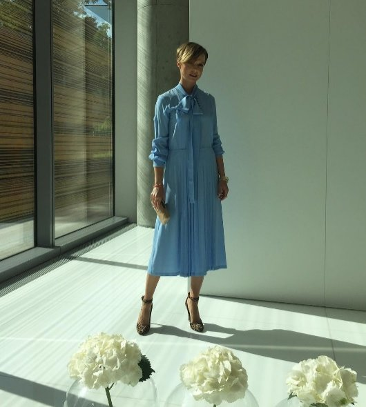 Kasia Sokołowska w sukience No.21, torebce Fiona Kotur, butach Jimmy Choo i biżuterii Apart