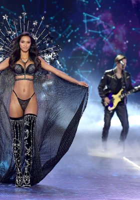 VICTORIA`S SECRET FASHION SHOW 2018