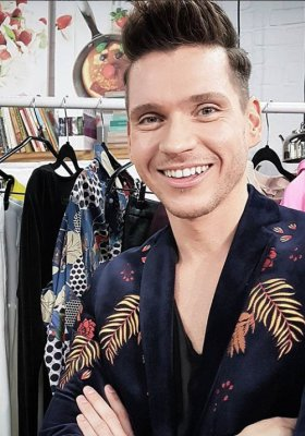 FASHION SECRETS: STYLISTA MODY ADAM CHOWAŃSKI