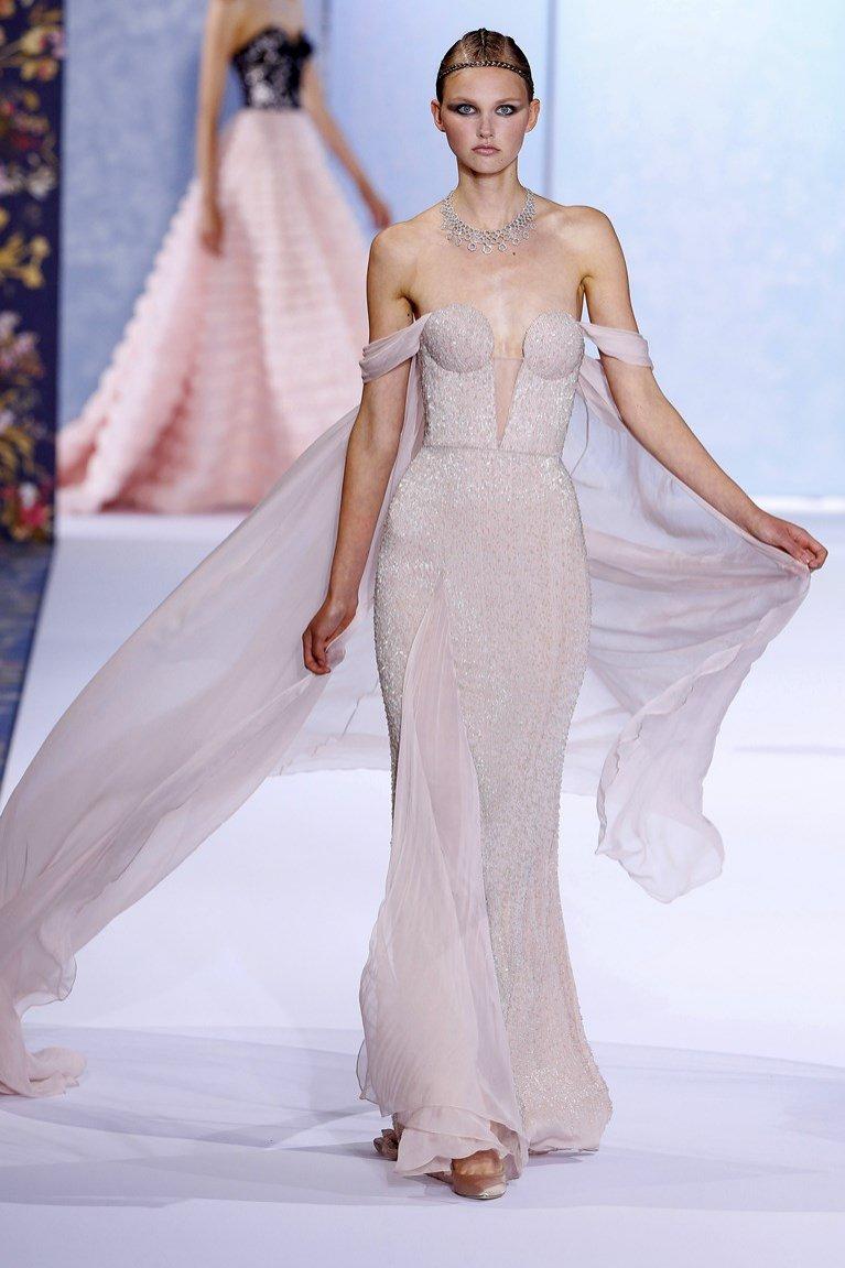 Suknia ślubna z peleryną (Ralph & Russo)
